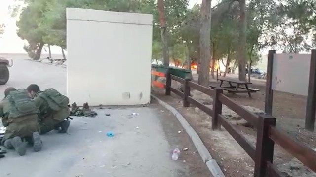אוטובוס נפגע ירי מ עזה ()