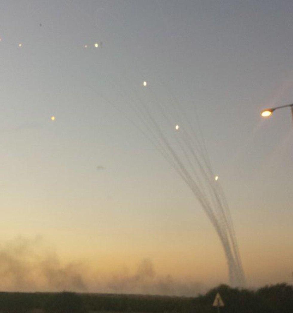 תיעוד ירי רקטות לעבר עוטף עזה מ רצועת עזה (צילום: זאב טרכטמן )