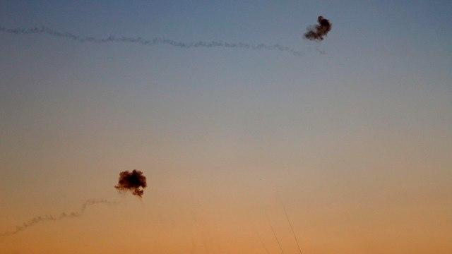 יירוט כיפת ברזל של רקטות מ עזה (צילום: AFP)
