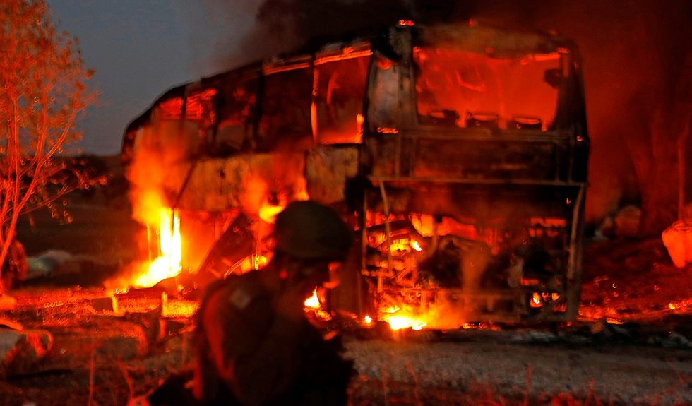 אוטובוס נפגע ירי מ עזה (צילום: AFP)