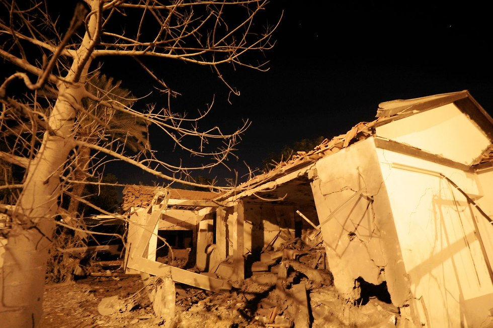 House suffers direct hit in Ashkelon (Photo: EPA)