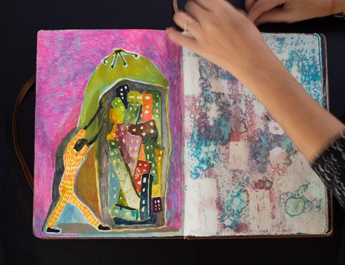 ספר הציורים העבה מפעיל כמה חושים (צילום: נגה שחם פורת)