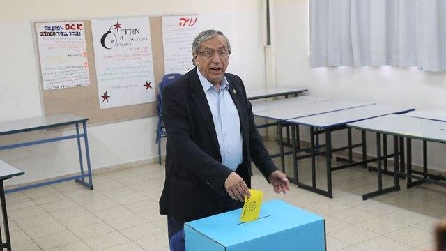 ישראל זינגר בחירות רשויות מקומיות רמת גן  (צילום: מוטי קמחי)