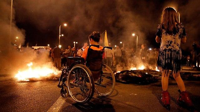 הפגנה תושבי עוטף עזה נגד הפסקת אש עם חמאס (צילום: רויטרס)