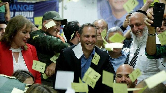 חגיגות במטה רז קינסטליך במסגרת הבחירות המקומיות לראשות ראשון לציון (צילום: עמית שעל)