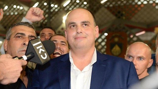 צביקה ברוט מנצח הבחירות המקומיות לראשות עיריית בת ים (צילום: קובי קואנקס)