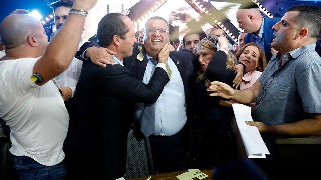 חגיגות במטה משה ליאון לאחר הניצחון בבחירות המקומיות לראשות עיריית ירושלים (צילום: EPA)
