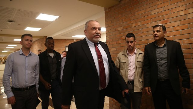 Lieberman arrives at the special Yisrael Beytenu faction meeting (Photo: Ohad Zwigenberg)