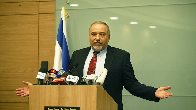 Lieberman announcing his resignation (Photo: Ohad Zwigenberg)