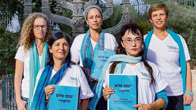 Right to left: Yael Admi, Hava Ortman, Liora Hadar,Marie Lyne Smadja and Tami Yakira (Photo: Alex Kolomoisky)