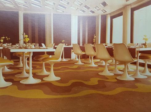 שטיח שעיצבה לחדר האוכל במלון ''דן'', בתכנונו של היינץ פנחל (צילום רפרודוקציה: ענת ציגלמן)