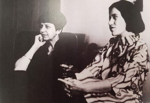 עם אדריכלית דורה גד, 1968 (צילום רפרודוקציה: ענת ציגלמן)