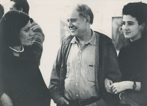עם דני קרוון ובתו תמר, 1986 (צילום: יעקב אגור, אוסף שמשי-הירש, ארכיון אדריכלות ישראל)