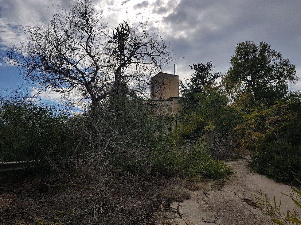 בית ההארחה הנטוש על שם יערי (צילום: אסף קמר)
