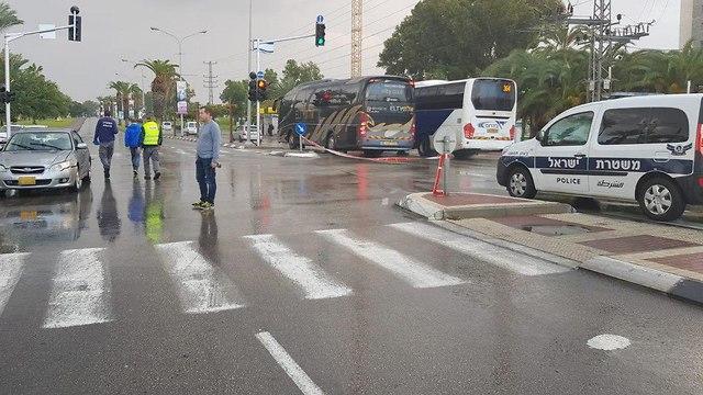 תאונת דרכים בצומת נאות אשקלון (צילום: דוברות המשטרה)