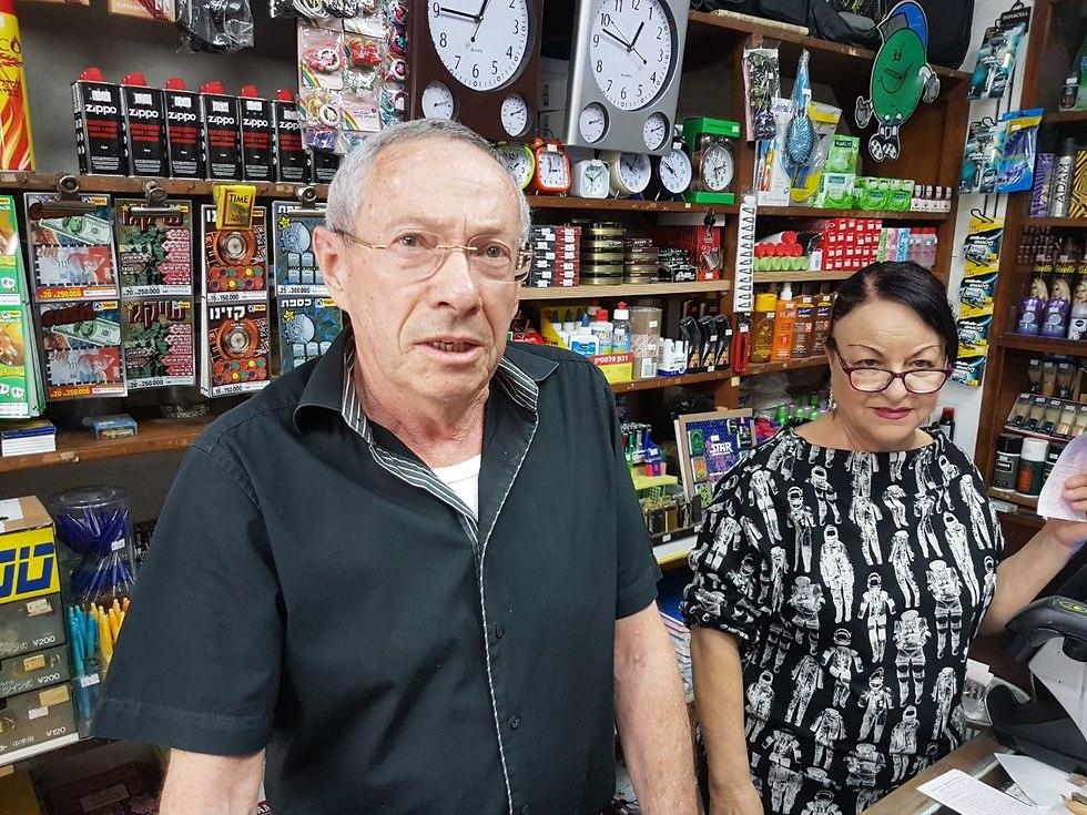 שמעון רוזמן, שמנהל יחד עם אשתו במשך 42 שנים ברציפות את