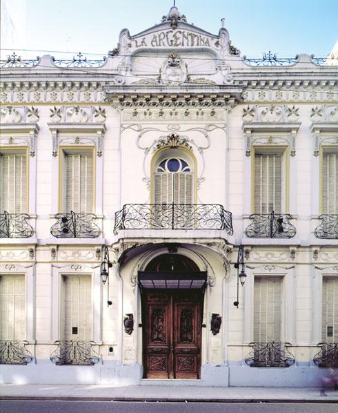 La Argentina ברחוב Rodríguez Peña במרכז בואנוס איירס. האדריכל הוא מאנציני (צילום: Gustavo Sosa Pinilla)