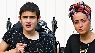 דפנה אזרזר ובנה אילאי (צילום: גיל נחושתן)