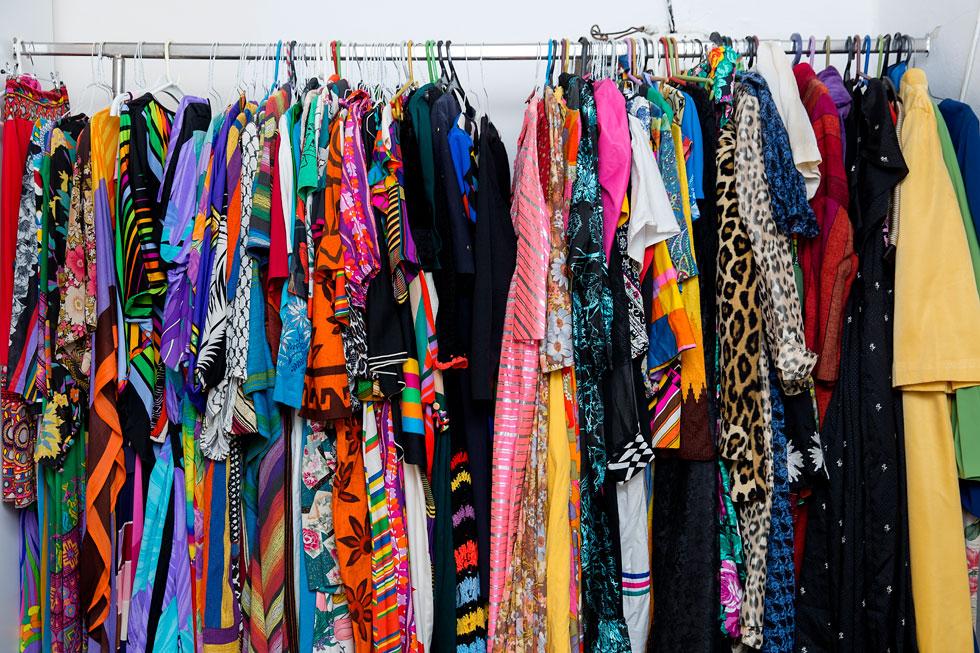 """""""לנשים יש אוצר מילים הרבה יותר גדול בשפת האופנה"""". הארון של בן דיין (צילום: ענבל מרמרי)"""