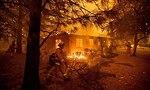 שריפה צפון קליפורניה ליד העיירה פרדייס נמשכת (צילום: AP)