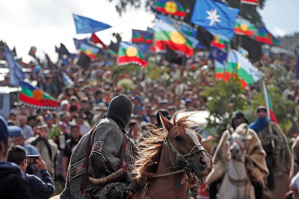 בני המפוצ'ה מפגינים (צילום: AP)