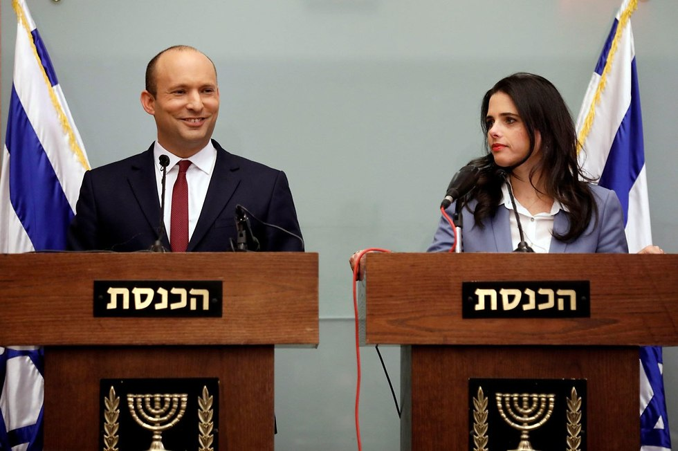 Ministers Bennett and Shaked (Photo: Reuters)