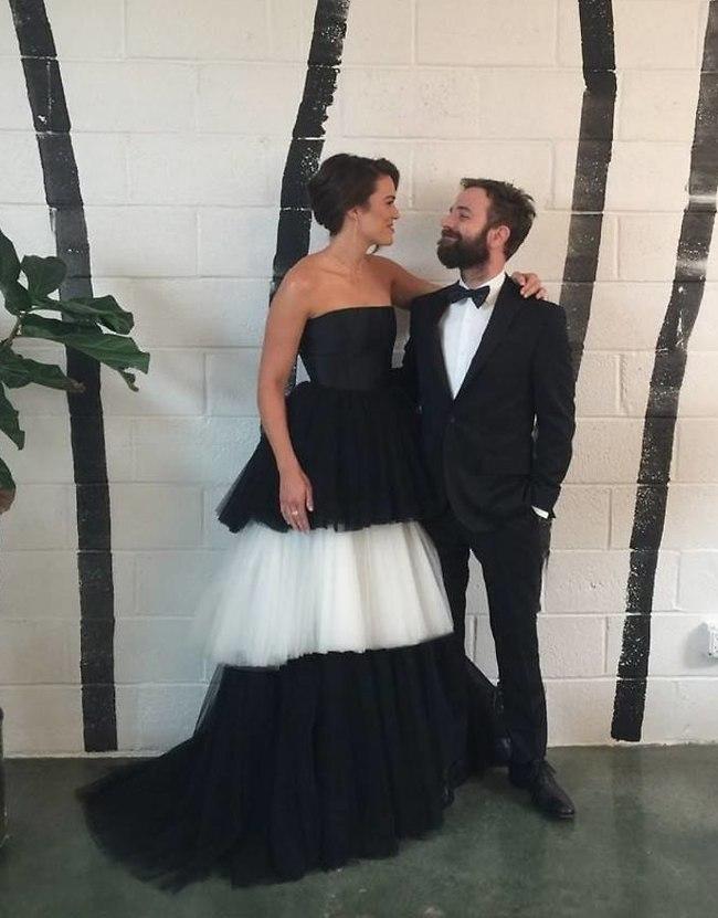 שם טבעת עליה. מנדי עם בעלה טיילור גולדסמית' (צילום: אינסטגרם)