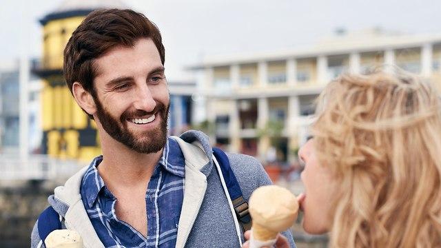 זוג מלקק גלידה (צילום: shutterstock)