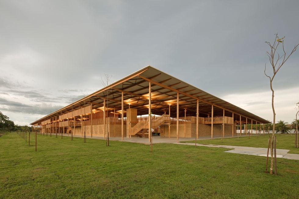 הפנימייה החינוכית לבנים ולבנות בכפר Canuanã, בתכנון משרד האדריכלים ''אלפא זירו'' ומשרד העיצוב ''רוזנבאום''  (צילום: Leonardo  Finotti)