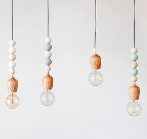 מנורות עץ וחרוזים יתאימו לכל פינה. עכשיו ב-239 שקל (צילום: מתוך mecasa.co.il)