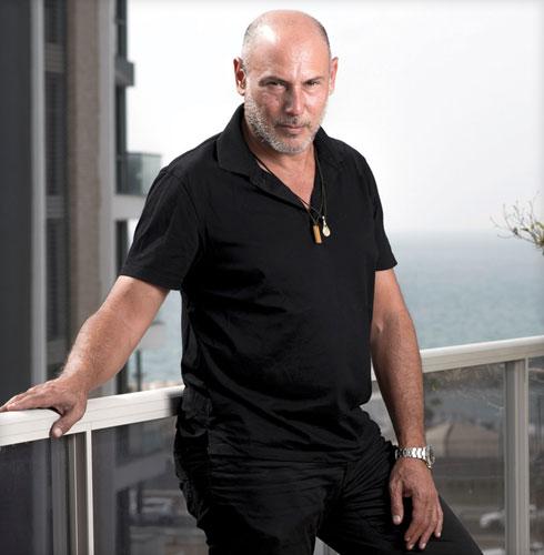 """עופר רפאלי. בן 53, בעלים ומנכ""""ל של סוכנות דוגמנות, נשוי בשלישית ואב לאחת (צילום: יובל חן)"""