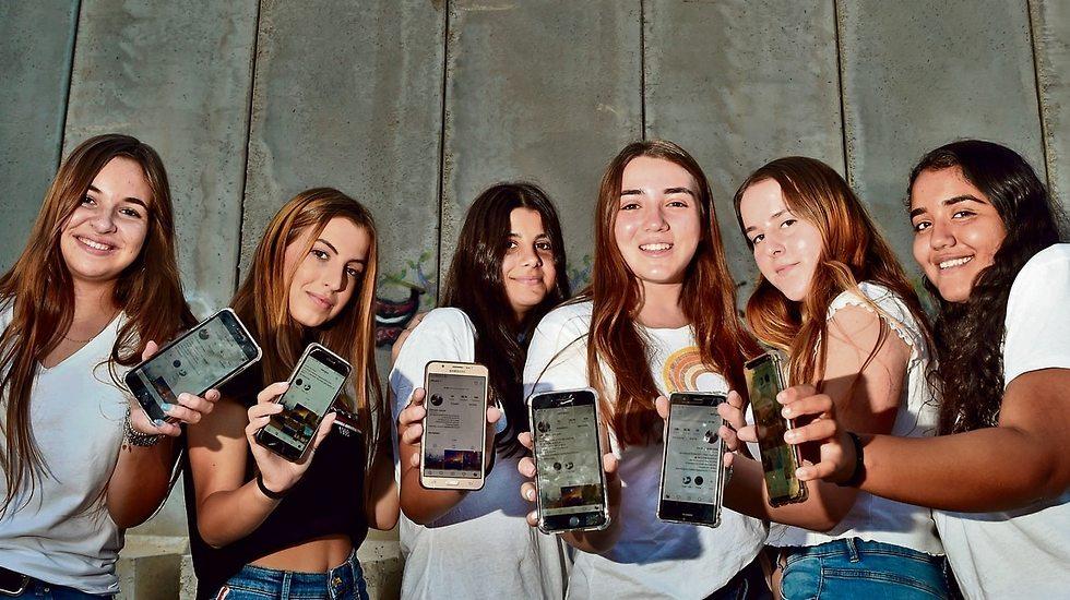 The eight girls behind the Otef.Gaza Instagram page (Photo: Haim Horenstein)