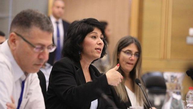 המפקחת על הבנקים חדוה בר מופיעה בוועדת הטייקונים (צילום: דוברות הכנסת, יצחק הררי)