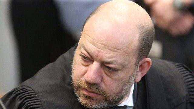 עורך דין מיכאל עירוני מייצג את דניאל אלינסון (צילום: מוטי קמחי)