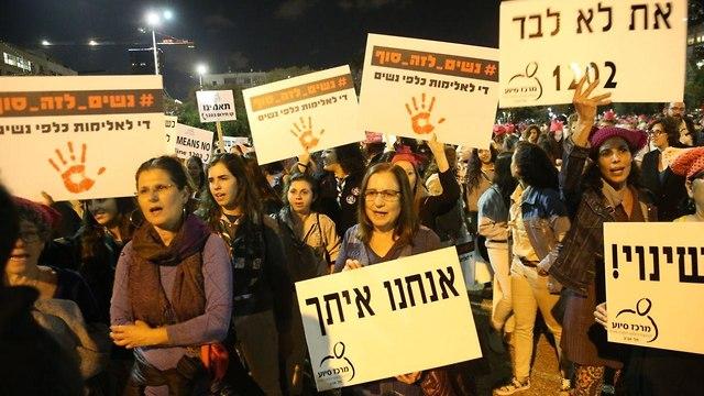 Women protest violence against women in Tel Aviv (Photo: Motti Kimchi)