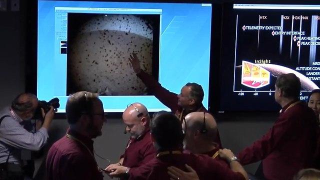 התמונה הראשונה שצילמה הנחתת במאדים (צילום: נאס