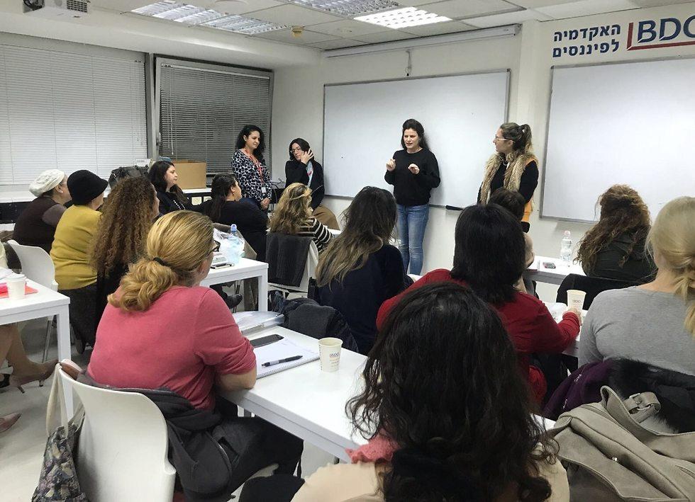 נשים חד הוריות בקורס תעסוקה של itworks (צילום:  עמותת itworks.)