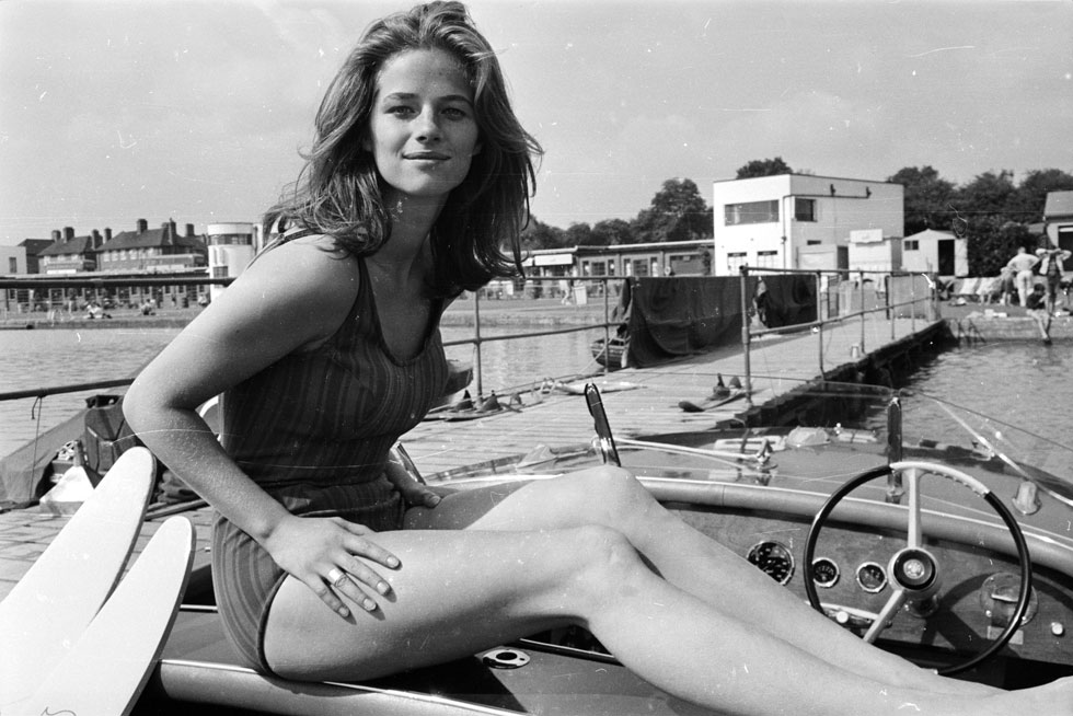 """""""כשהייתי צעירה יותר, לבשתי חצאיות מיני כי היו לי רגליים טובות"""". 1965 (צילום: Philip Townsend/GettyimagesIL)"""