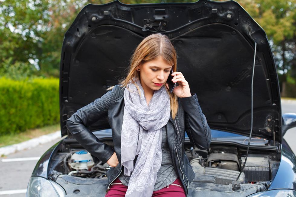 למה, עם כל האלקטרוניקה והמחשוב שמכילה כיום כל מכונית, קשה כל כך לשבץ התרעה לכך שהמצבר הולך ונחלש בכל מכונית? (צילום: Shutterstock)
