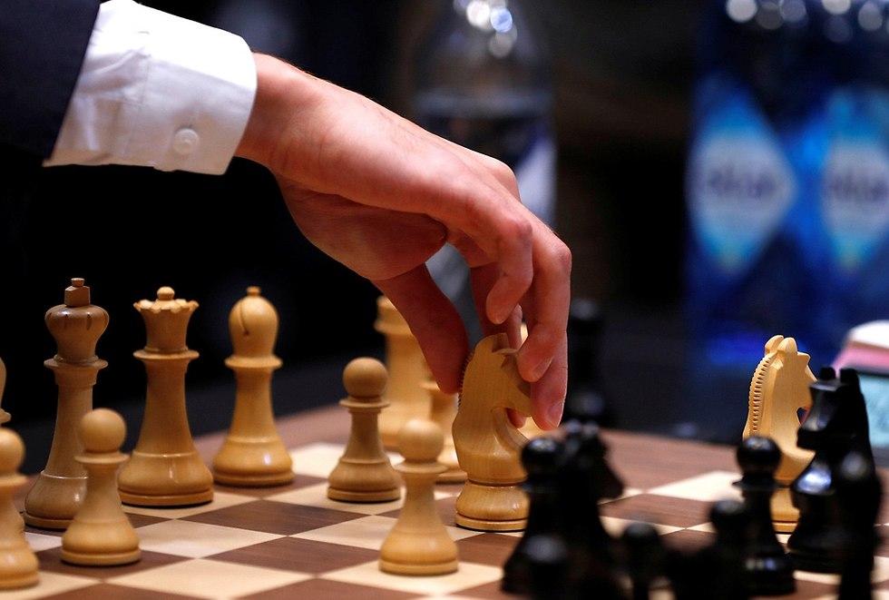 גמר אליפות העולם בשחמט מגנוס קרלסן פאביו קרואנה (צילום: רויטרס)