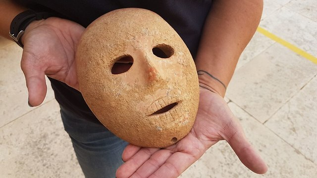 The Neolithic mask (Photo: IAA's Theft Prevention Unit)
