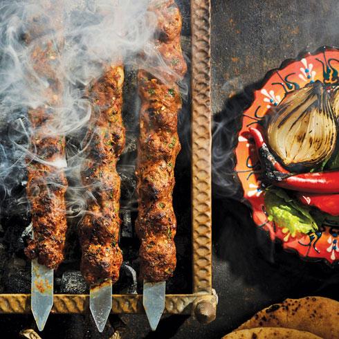 אנשי קולינריה מוכרים יתארחו לרגל האירוע בחיפה, במסעדות ובברי האלכוהול של העיר התחתית (צילום: אסף אמברם; סטיילינג: נועה קנריק)
