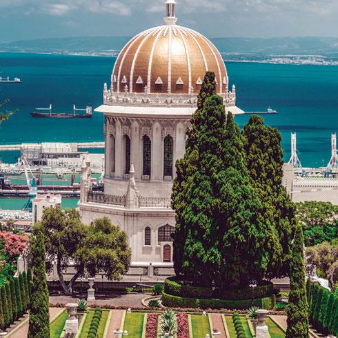 """העיר חיפה. הדבר הכי קרוב אצלנו לערי הים התיכון הבנויות סביב נמל ו""""דאון טאון"""" שוקק חיים, כפי שניתן למצוא במרסיי, ברצלונה ועוד (צילום: ColorMaker/Shutterstock)"""