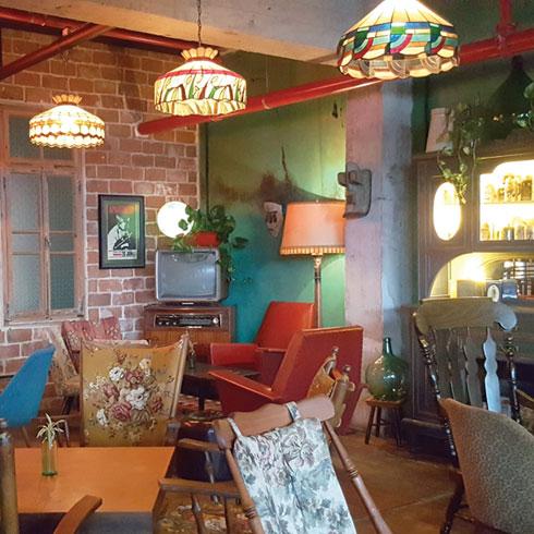 מסעדת פאטוש ברחוב הנמל. עיצוב מהמם, אווירה מיוחדת (צילום: צביקה בורג)