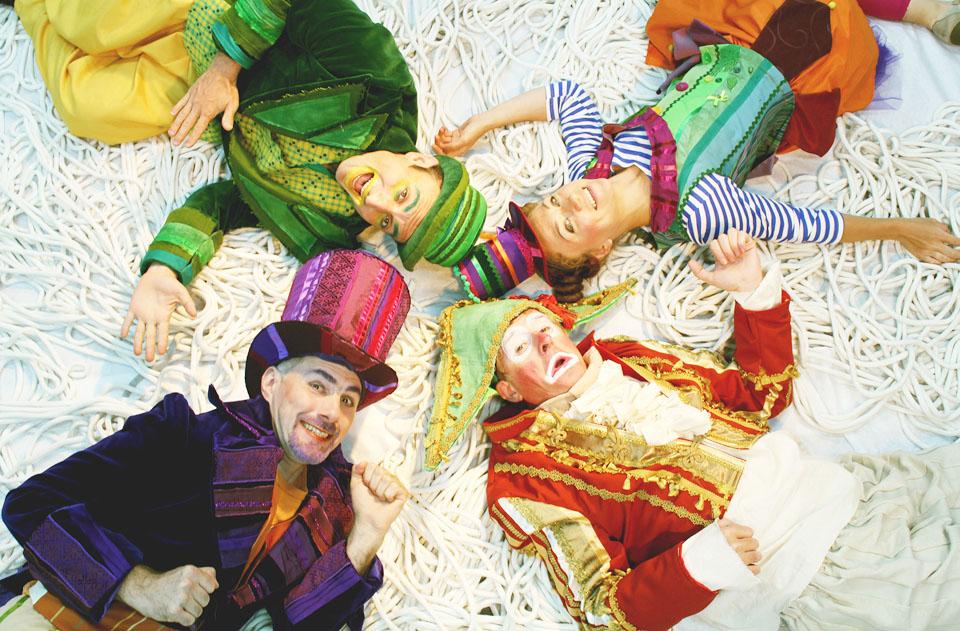 """Персонажи спектакля театра """"Маленький"""" """"Алиса и старый цирк"""". Фото: Надя Мельмонт"""