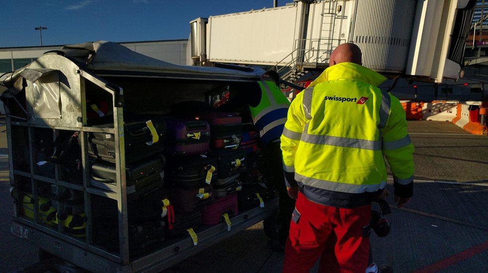 החברות מעדיפות שרוב המזוודות יגיעו לבטן המטוס (צילום: גלעד ילון)