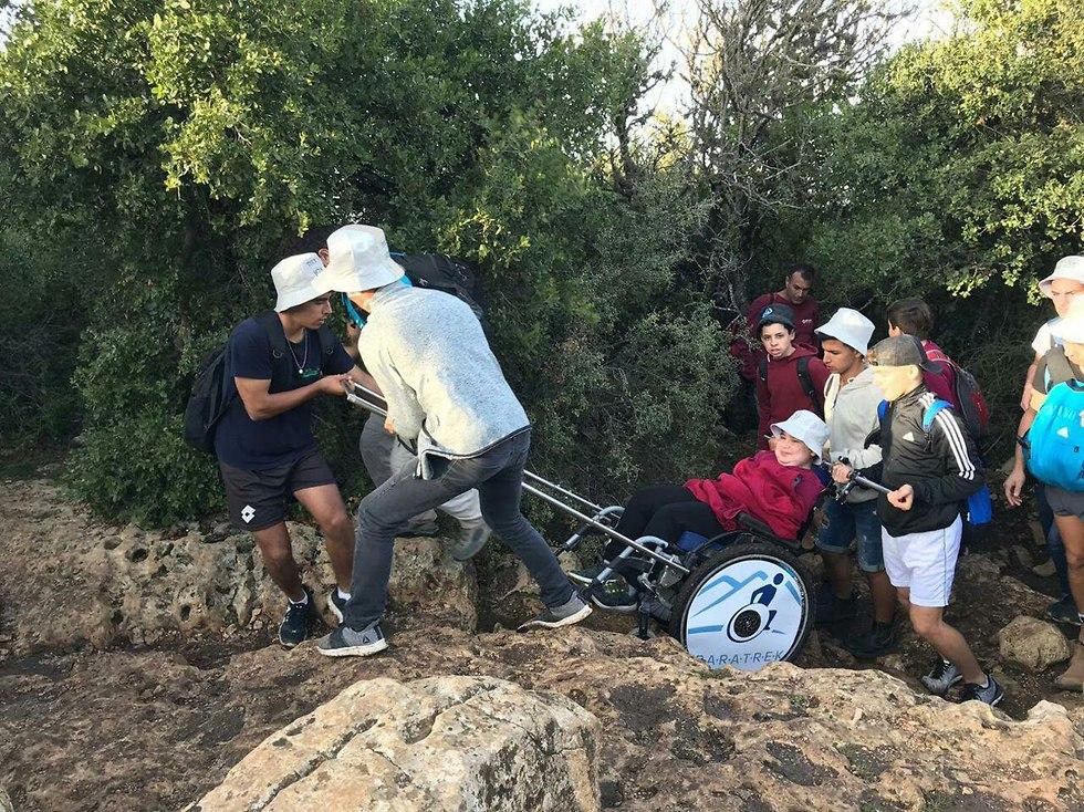 אפרת נועה גידי סובלות ממוגבלות פיזית השתלבות בית ספר (צילום: המועצה האזורית בני שמעון)