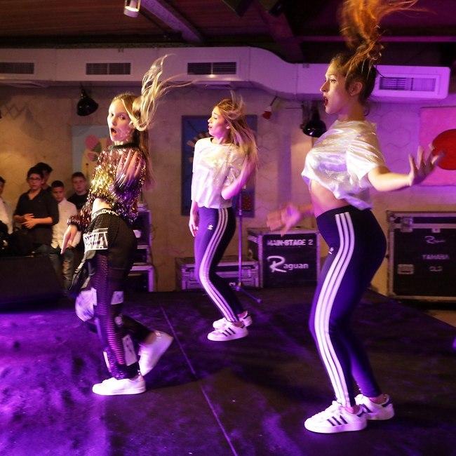 זה לא בת מצווה בלי ריקוד על הבמה. מיה שנירר (צילום: רפי דלויה)