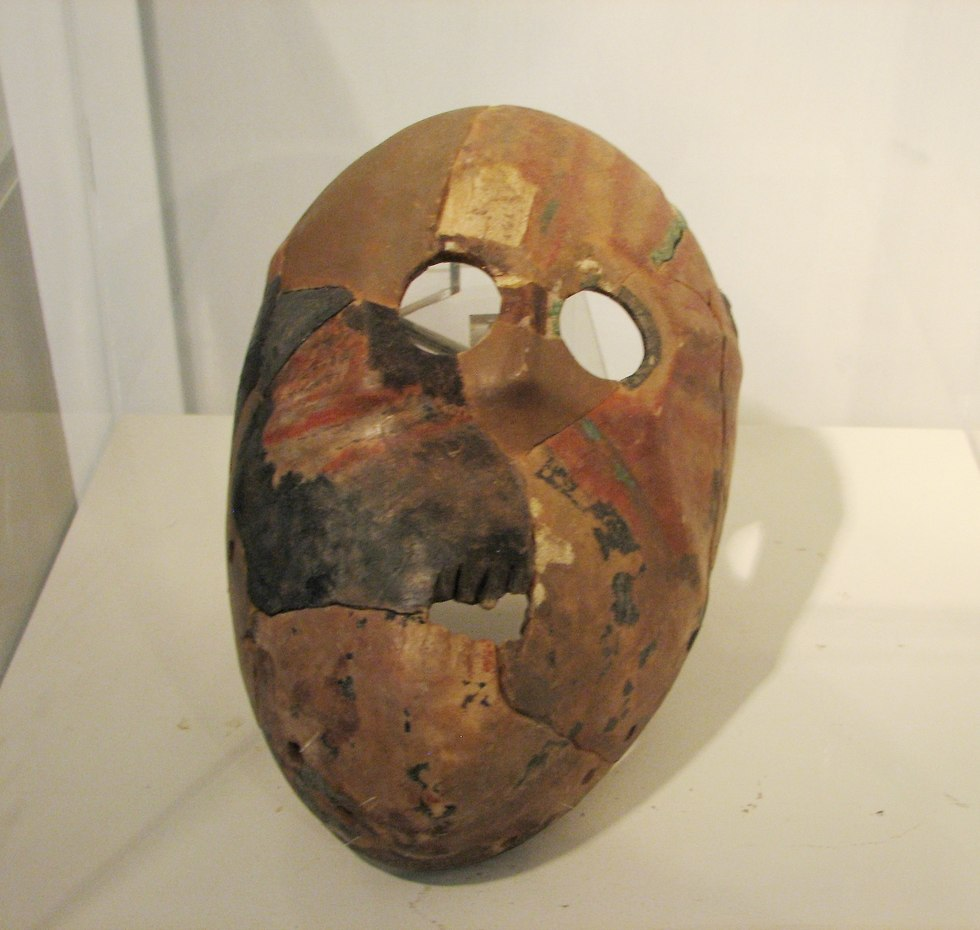 A similar mask from the same time period fround Wadi Hemar in the Judean Desert. (Photo: Wikimedia Commons)