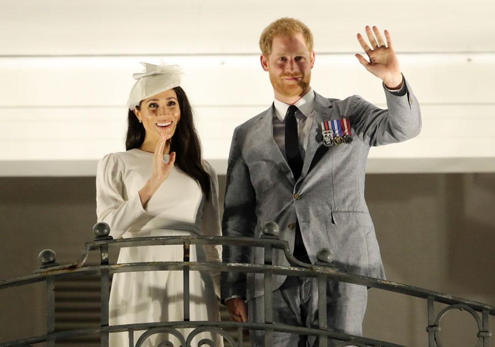 עם הנסיך הארי בביקור בפיג'י (צילום: rex/asap creative)